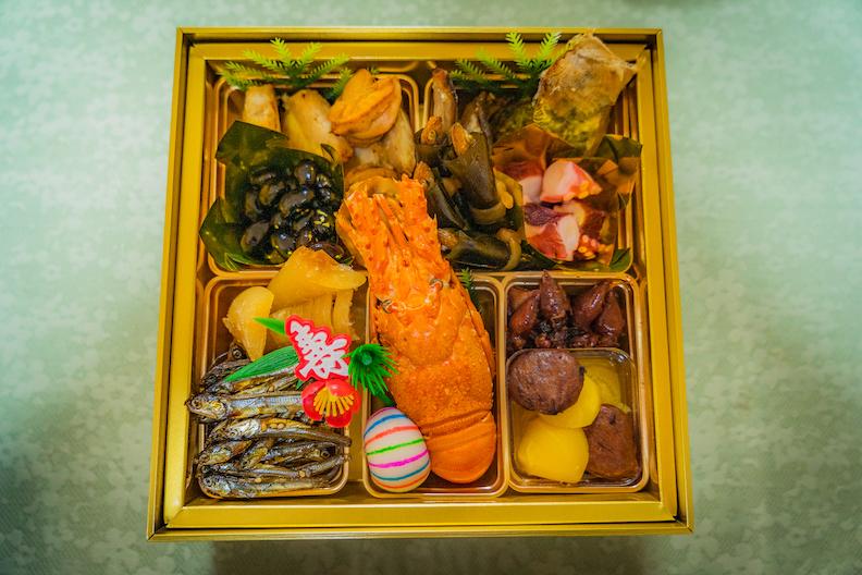 【姫路の宝】ルポ・まねき食品の激アツおせち与段重「松」